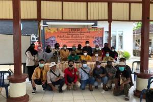 Tim PHP2D Himaster Unmul dalam Tingkatkan Pengetahuan Masyarakat Desa Bangun Rejo pada Produksi Madu Kelulut