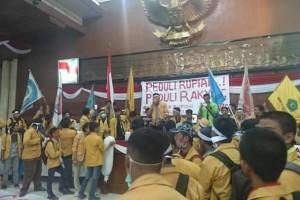 Mahasiswa Duduki Ruang Sidang Paripurna, DPRD Kaltim Gelar Sidang Rakyat